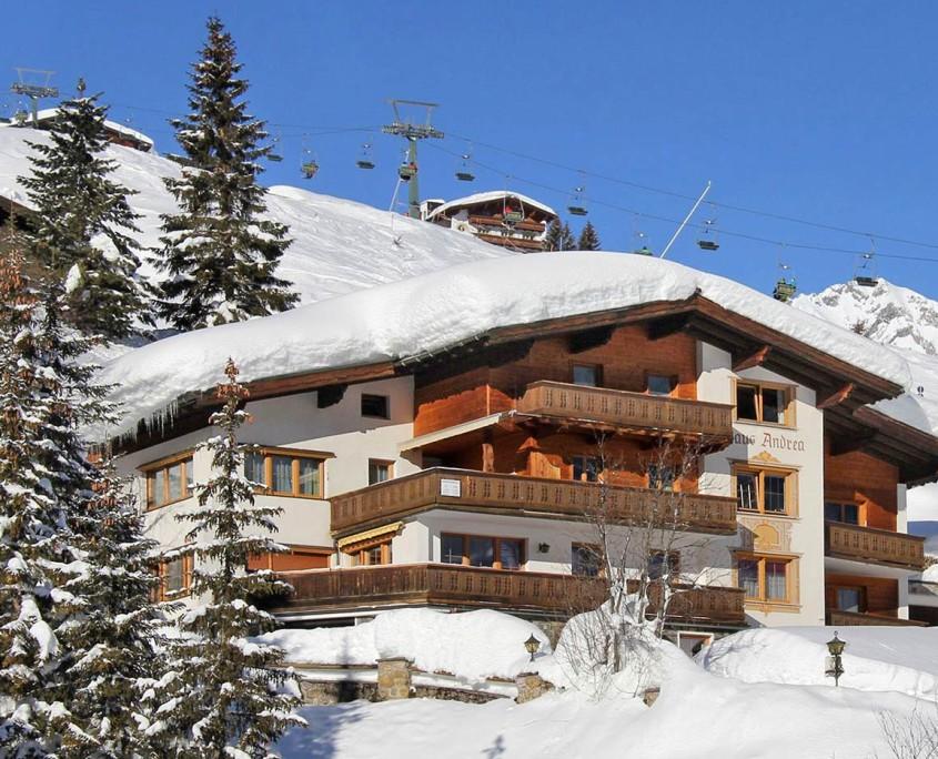Winter Aussenfoto von Appartements Andera - Lech am Arlberg