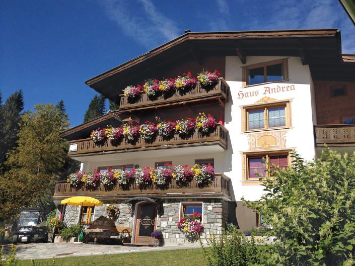 Unsere Hausansicht - Appartements Andera - Lech am Arlberg